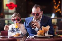 BRUNCH, TISCHFUSSBALL & ÜBERRASCHUNGEN FÜR DIE ROCKIGEN PAPAS@Hard Rock Cafe Vienna