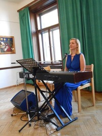 Ute Katharina - Piano & Songs - Musical Pop Gospel@Café Vinothek im Hof