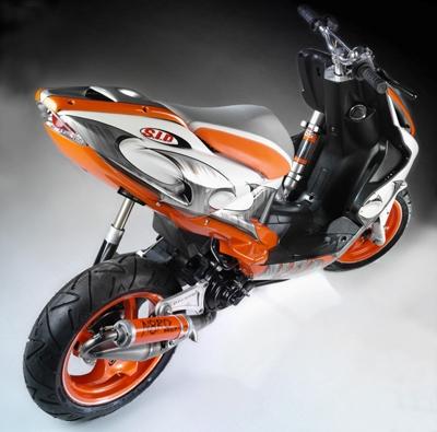 Gruppenavatar von Juli= Motohisphania Furia Max..... Sandro= Yamaha Aerox Replica..... Dennis= Peugeot Vivacity Silversport.....zu Schnell