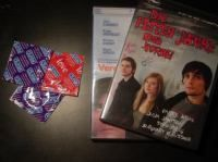 Ja, lass uns DVD schaun. Bringst du Kondome mit?