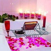 Gruppenavatar von Die Badewanne kann noch so klein sein, 2 Verliebte passen IMMER rein ;-)