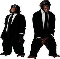 Ich will einen kleinen Affen, der mir im Anzug drinks serviert!!!