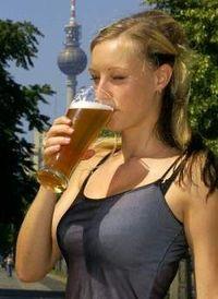 Gruppenavatar von Richtige Frauen drücken uns beim Küssen ein Bier in die Hand!