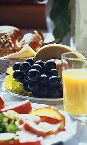 Gruppenavatar von Bis Mittag schlafen, dann dekadent frühstücken...