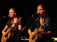 Dota Kleingeldprinzessin & Uta Köbernick (D/CH): Unvermeidliche Lieder@Posthof – Zeitkultur am Hafen