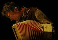 Hubert von Goisern & Band - Brenna tuats