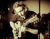 Markus Schlesinger (fingerstyle guitar) at living room sessions@Die Bäckerei - Kulturbackstube